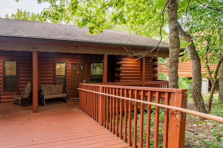 1 Bed, 1 Bath Cabin with Whirlpool Tub & Fireplace