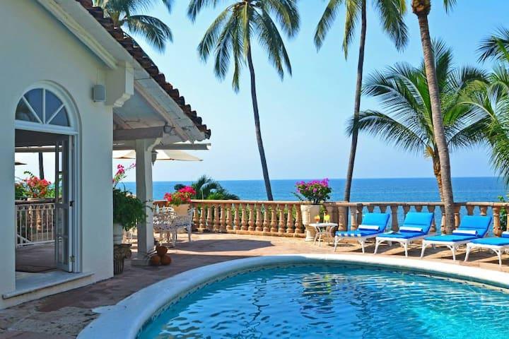 Beautiful beach front house, sandy/clear beach