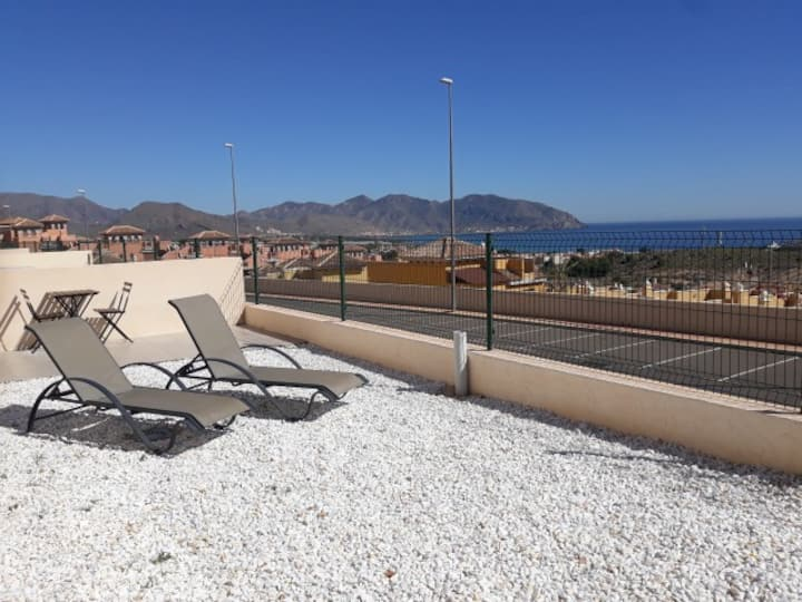 Big outside space, lovely 2 bed seaview apartment