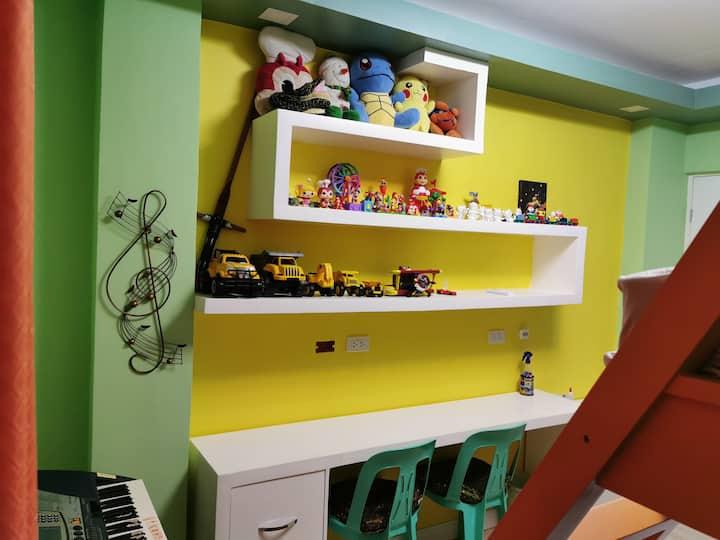 Private Bedroom for 3-4 pax near Evia Daang Hari