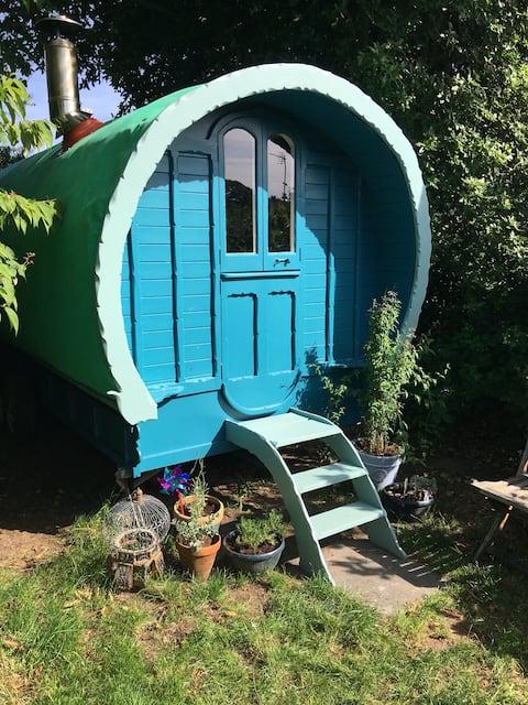 Büyüleyici çingene vagonu, Cornwall özel bir bahçede