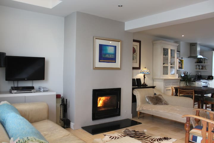 beautifully renovated seaside cottage . Blackrock.