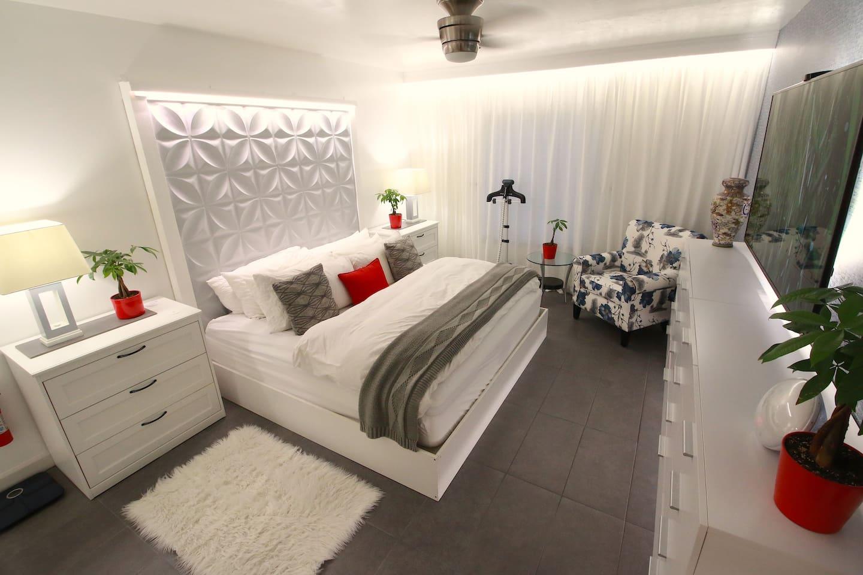 Master bedroom. King Bed. Simmons Beautyrest Mattress. Philips Hue Lighting.