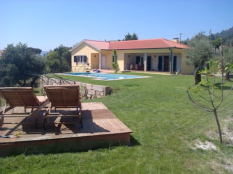 Maison rurale avec piscine et courte distance en voiture des plages