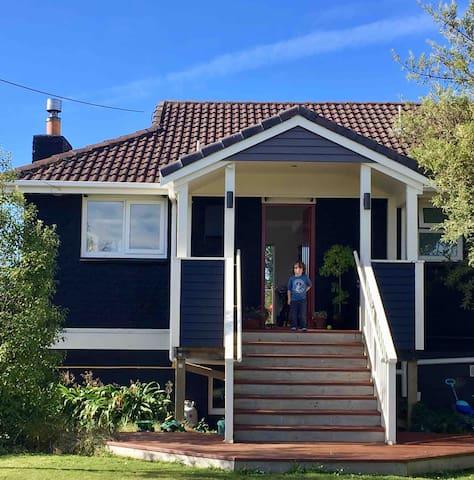 Karitane holiday home with Seaviews