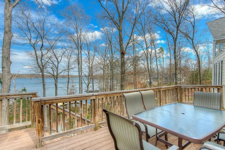 Dog-friendly, lakefront vacation home w/ a boat house, kayaks, & paddleboards
