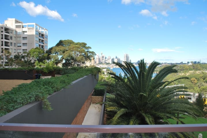 Amazing views, central location, close to train. - Waverton - Apartment