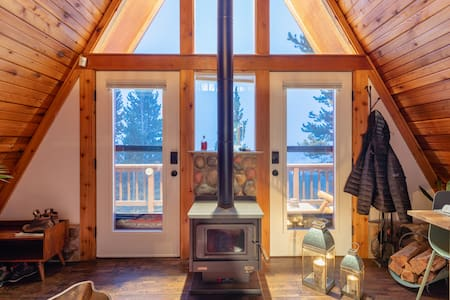 Charming Cabin Home W/ Mountain View, Spa & Sauna