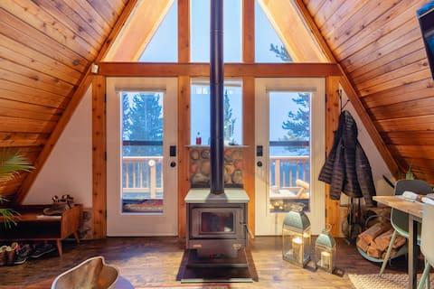 Charming Cabin Home W/ Mountain View, Spa & Sauna