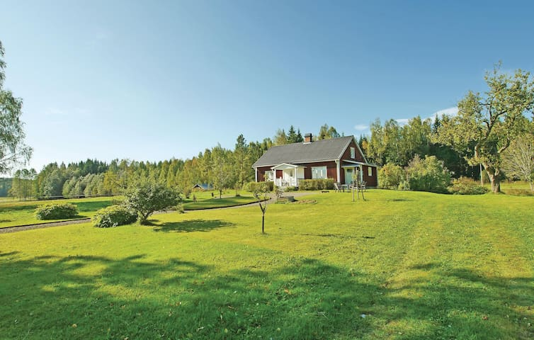 Holiday cottage with 3 bedrooms on 130m² in Klässbol
