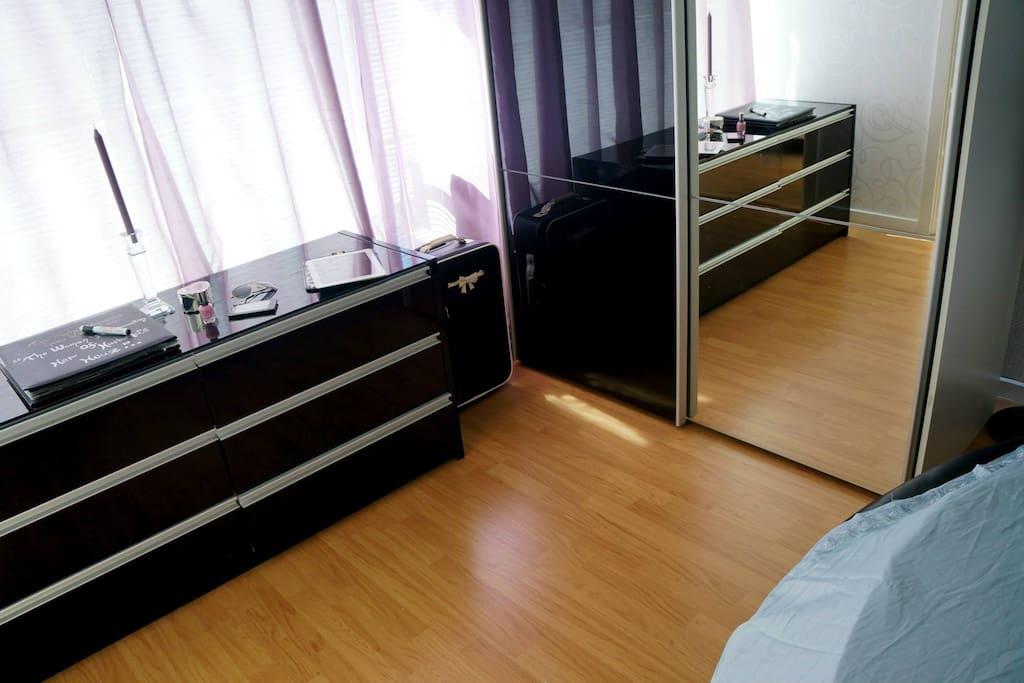 Soveværelse med King size - rund seng.