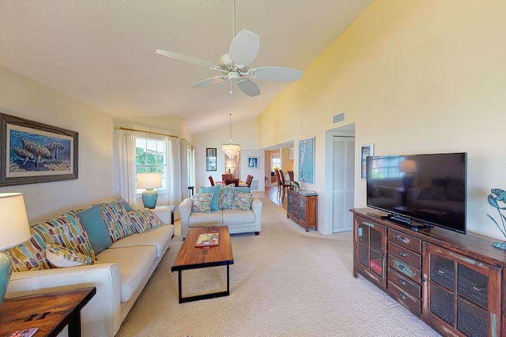 Stylish villa with shared pool, hot tub, and tennis - moments from the beach!
