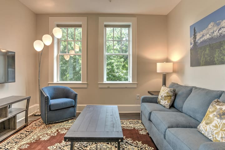 Charming, newly renovated condo #1 in Historic King James Building