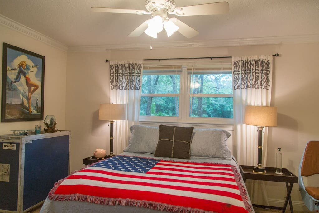 Whether you're under a quilt or Old Glory, no room says America quite like this one.