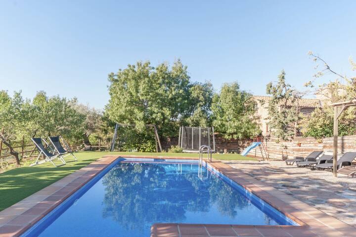 Gîte cosy avec piscine à Olius