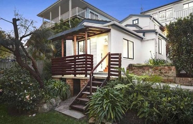 Back on! Cozy private cottage near Beach and Manly
