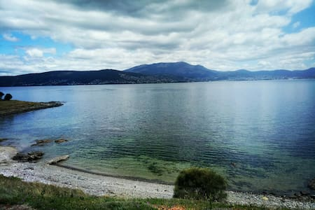 WATERFRONT HOBART-HEAVILY DISCOUNTED