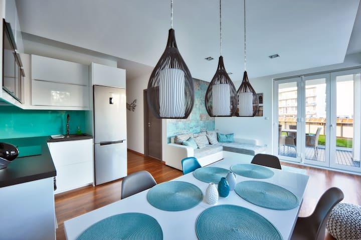 Luxus medencés apartman közvetlenül a vízparton