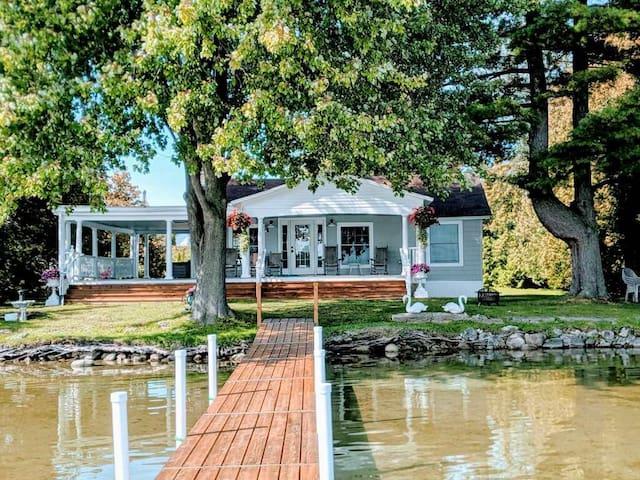 Petoskey Crooked Lake Cottage