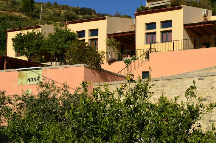 Familie Apartment - Zaros - Guesthouse