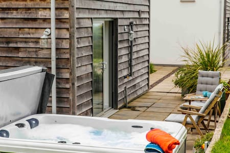 THE COURTYARD  hot tub and sea views