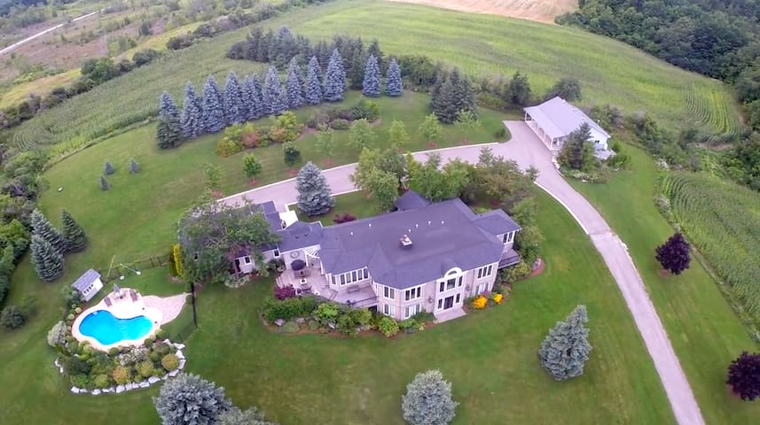 PRIVATE BEAUTIFUL MANSION GETAWAY MILTON
