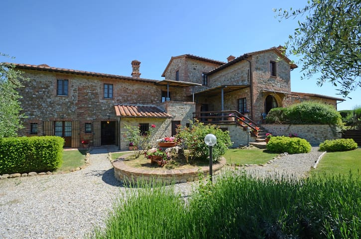 Private Tuscan villa with swimming pool