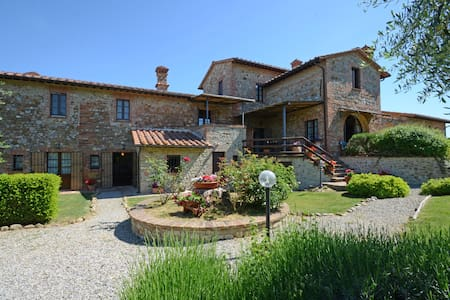 Private Tuscan villa with swimming pool - Villa