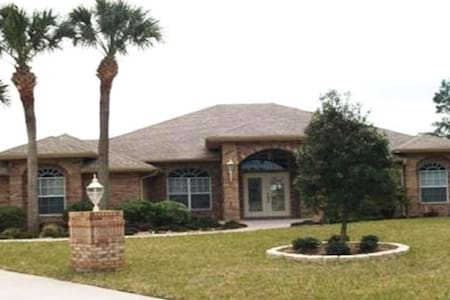 APRIL PROMO. $155! Deltona Private Oasis Awaits! - Deltona - Bungalow