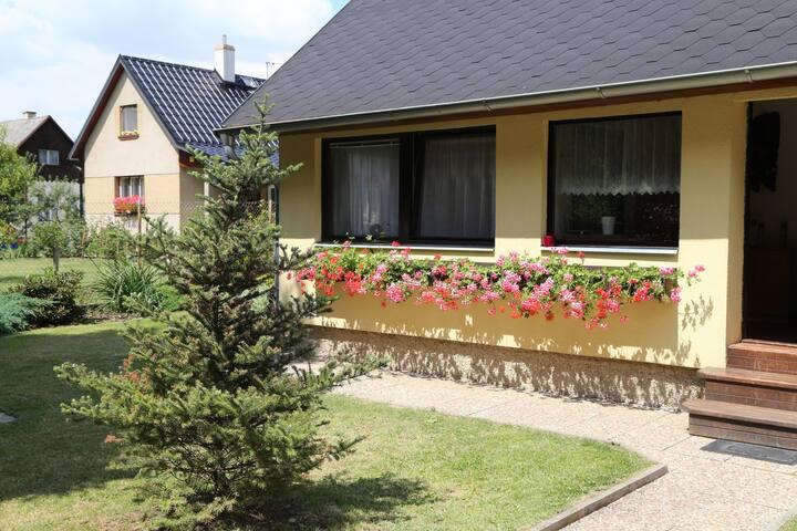 UBYTOVÁNÍ U PRAHY - Ohrobec - Domek gościnny