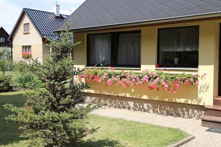 UBYTOVÁNÍ U PRAHY - Ohrobec - Casa de hóspedes