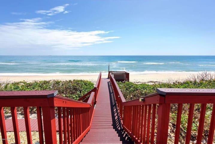 GOLDEN SANDS® RUBY - Stunning Views - Beachfront