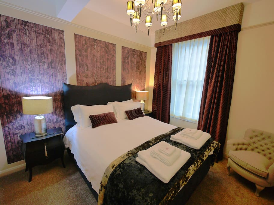 luxury kingsize bed with Egyptian cotton bed linen
