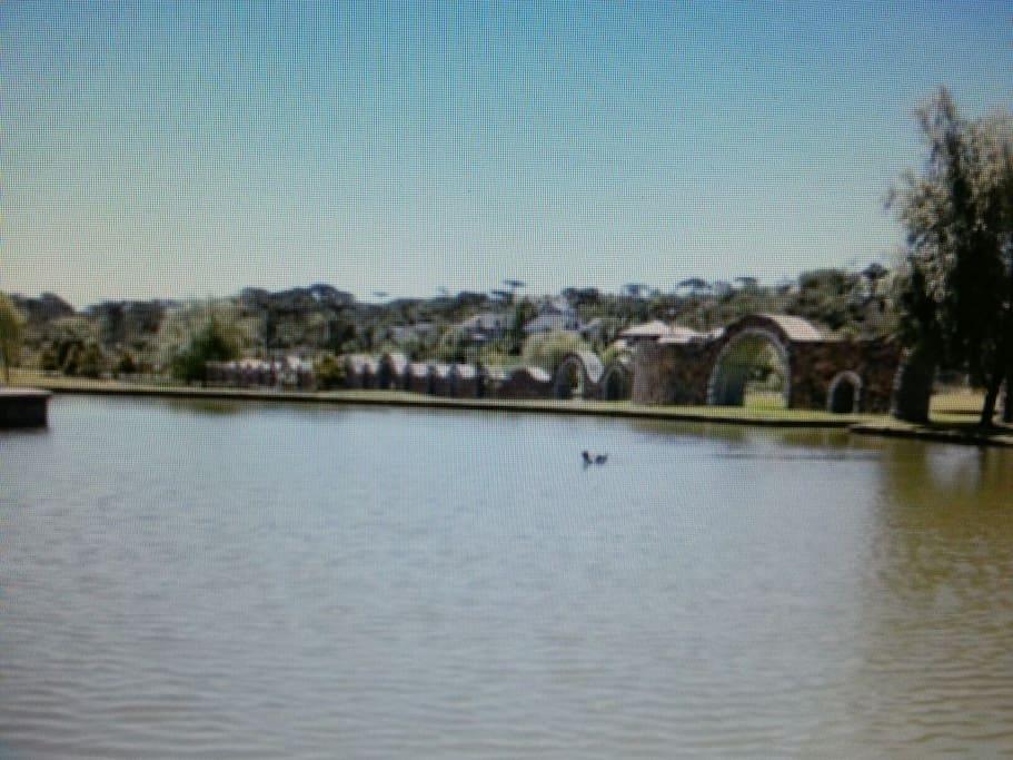 Lagoa do parque do condomínio.