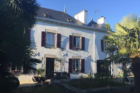Chambre Privée dans bâtisse du XIX ème siècle - Pleuven