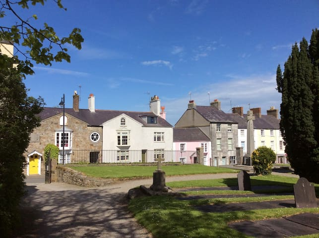 A Lovely Period TownHouse - Beaumaris - Bed & Breakfast