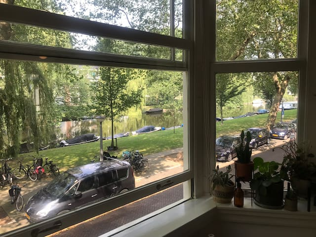 Spacious CANAL VIEW apartment near Vondelpark