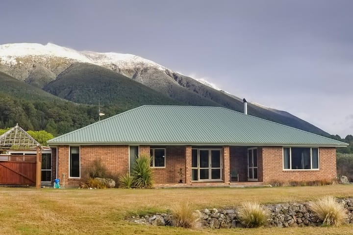 Nelson Lakes Homestay -  2  singles or super-king