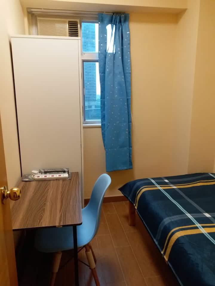 CWB/Central /or HK side room for 1=  SALE