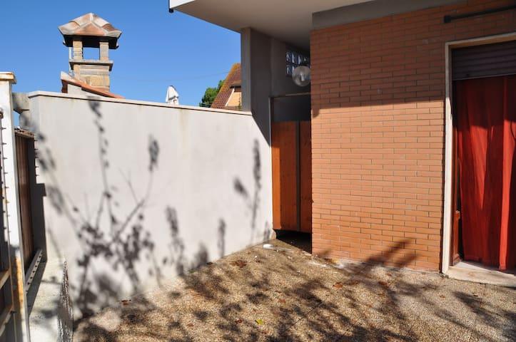 porzione di villino a 50 metri mare - Lido di Tarquinia - Casa