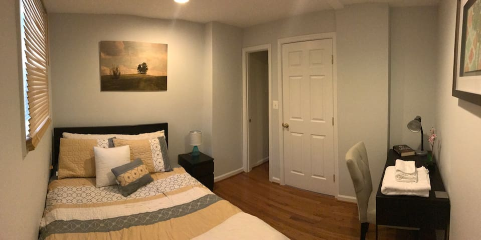 COZY Place enjoy 1BR+Private Bath, min away to DC! - Brentwood - Maison