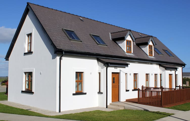 Hookless Holiday Homes (2) - New Ross - Pis