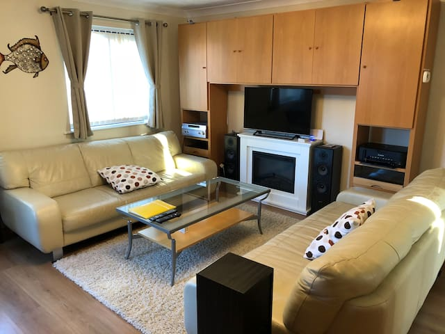 Three bed, modern, newly decorated furnished house