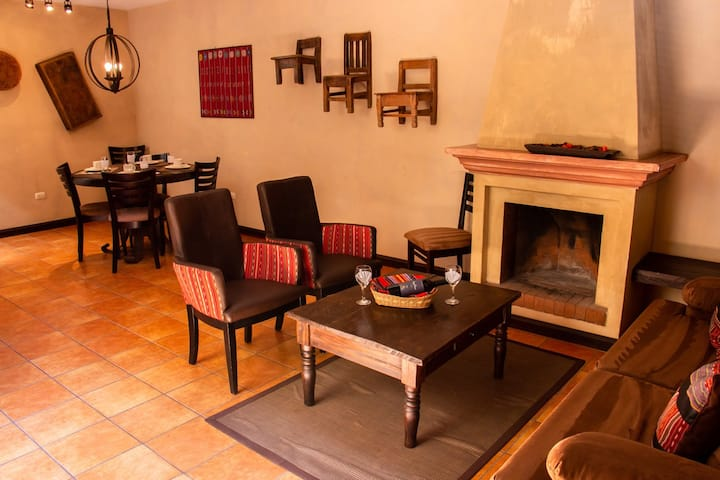 Relax Apt, Comodo, Parqueo, Garita, Casco Antigua