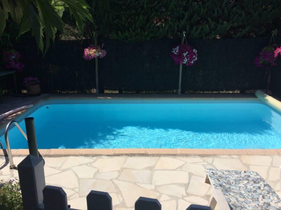 Chambre double piscine et petit d jeuner maisons for Piscine roquebrune sur argens