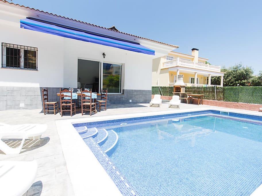 Casa con piscina en lloret de mar maisons louer for Hoteles en lloret de mar con piscina climatizada