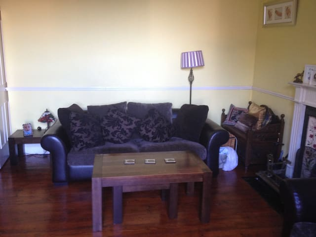 Beautiful Period 2 Bed Apart,1 min from Marina - Greystones - Appartement