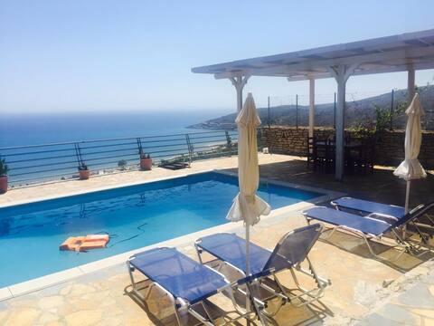 Vila Eleni Qeparo & pool