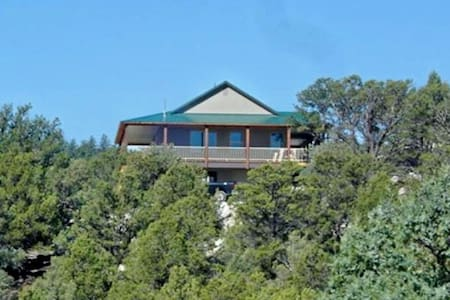 Private Luxurious Ridgetop Hideaway on 9 Acres! Between Bryce & Zion! Views - Hatch