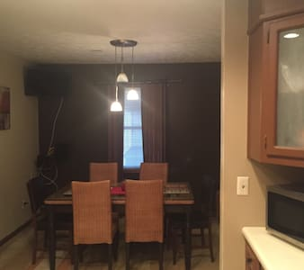 Great Furnished guest room with privacy. HOME . - Snellville - House